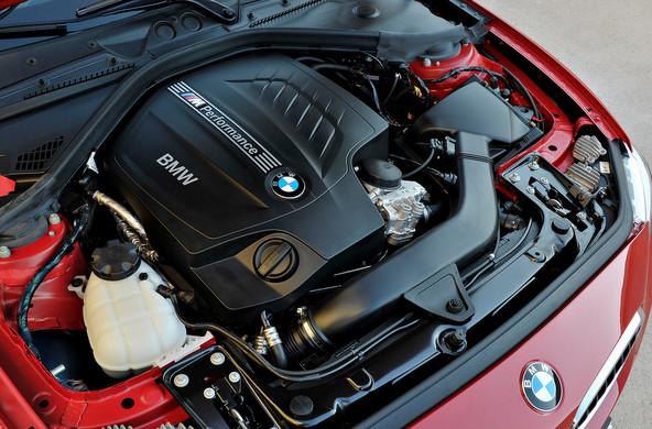 BMW M235i 直6ターボ