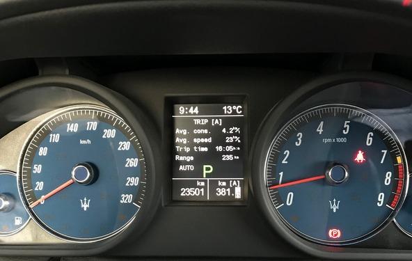 マセラティクアトロポルテ 燃費