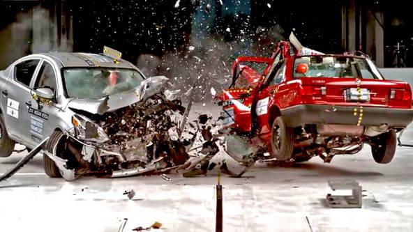 衝突事故 安全性